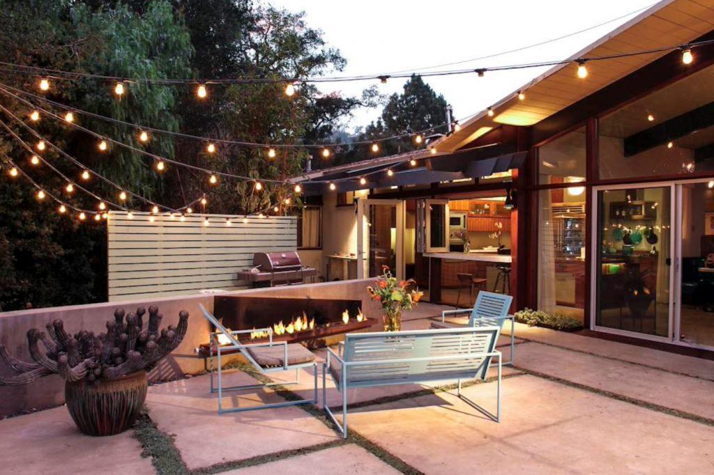 86748cb1-6da9-4497-bee2-6bee51c82f23_top-backyard-lighting-trends-cafe-lighting-1024x682