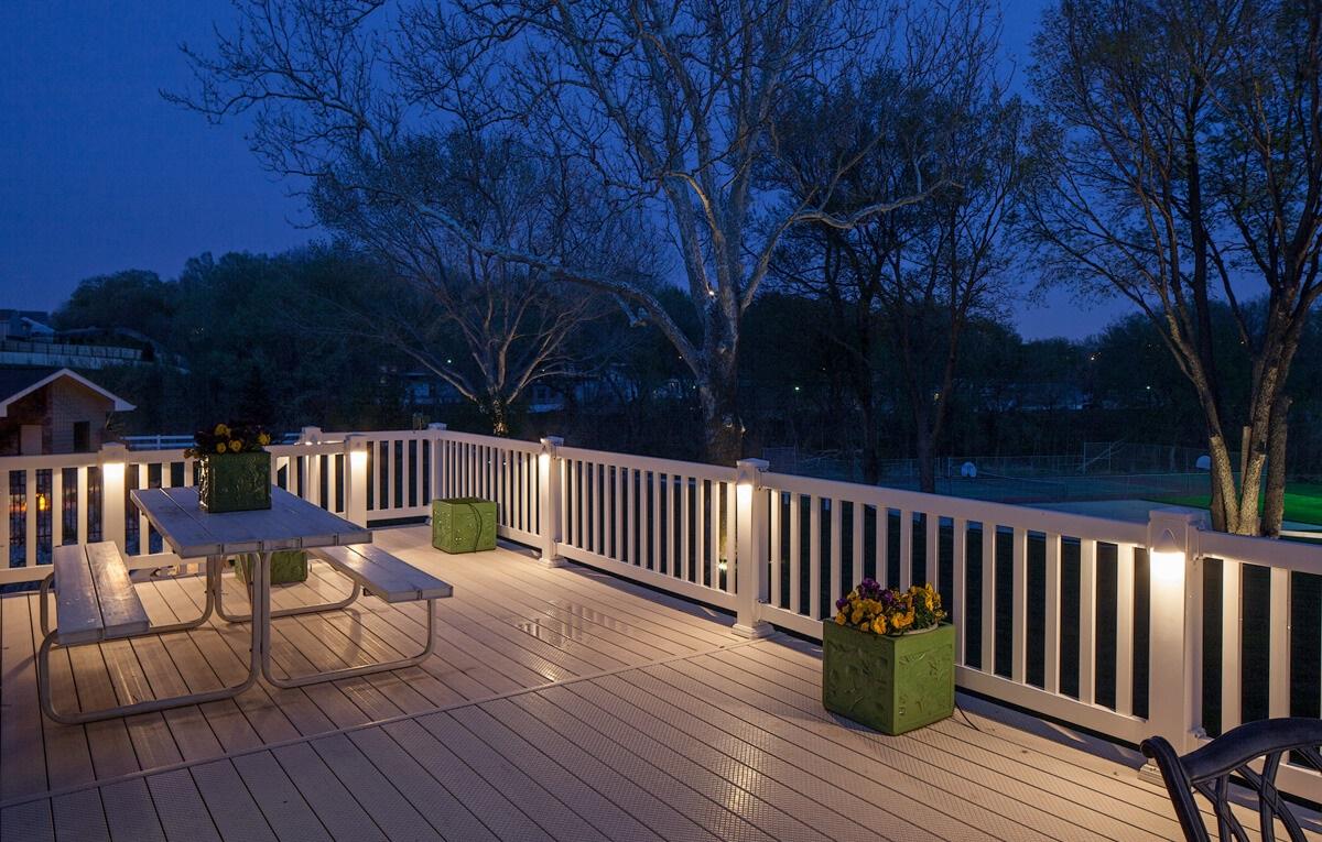 Deck_Lighting_Omaha_NE_McKay_Landscape_Lighting_H__15