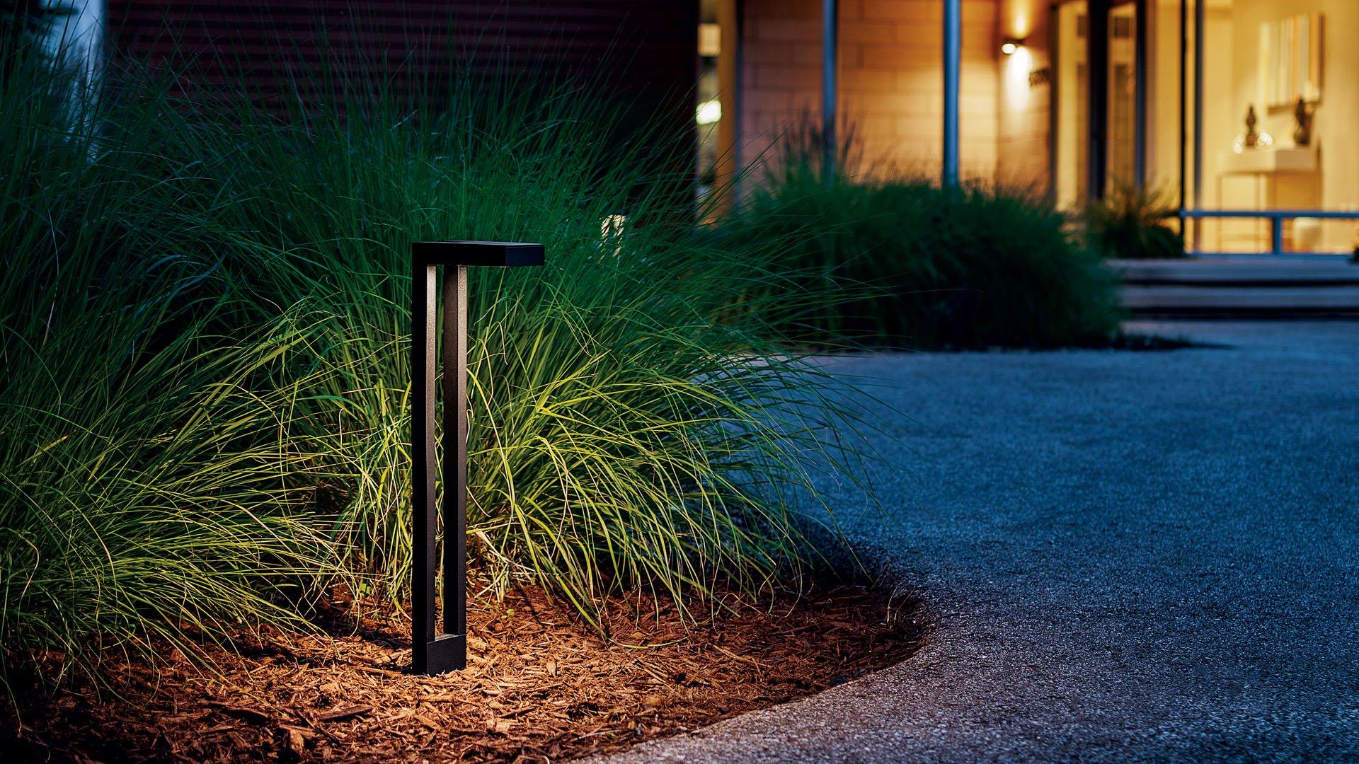 residential-landscape-contemporarypathlight-15844azt-night-mid-1920x10802x